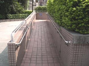 活動中心旁坡道